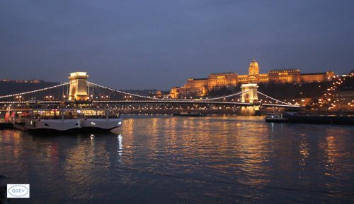 Puente de las Cadenas, vista nocturna