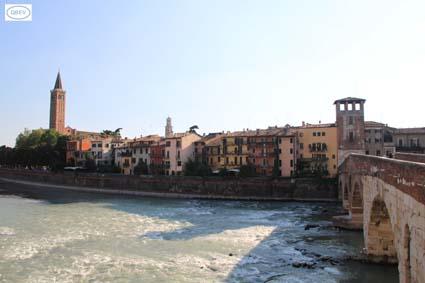 Puente sobre Río Adige